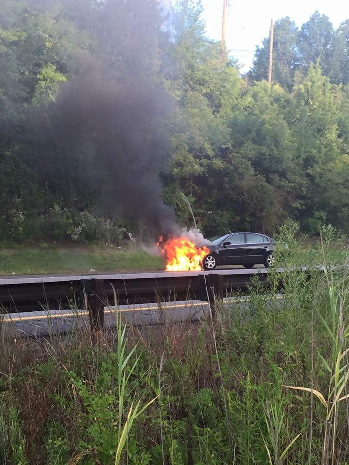CAR FIRE ON THE BLUE ROUTE